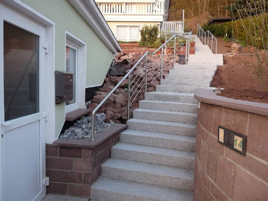 Metallbau Schmutzler_Treppen- und Podestgeländer außen (1)