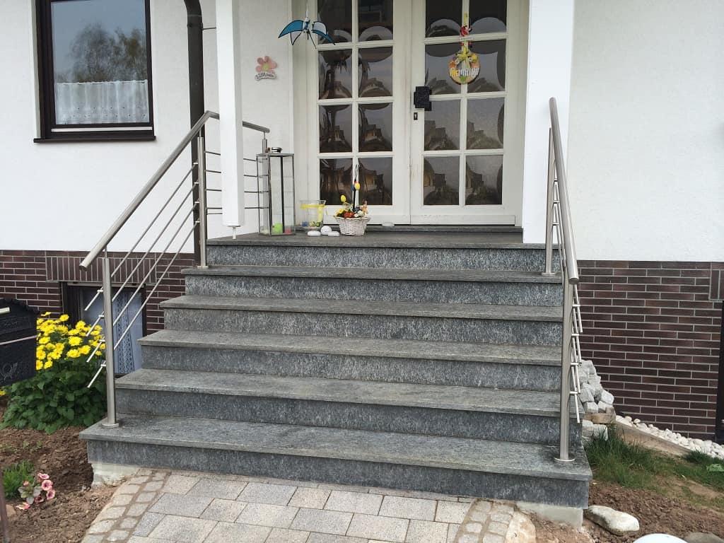 Metallbau Schmutzler_Treppen- und Podestgeländer außen (21)