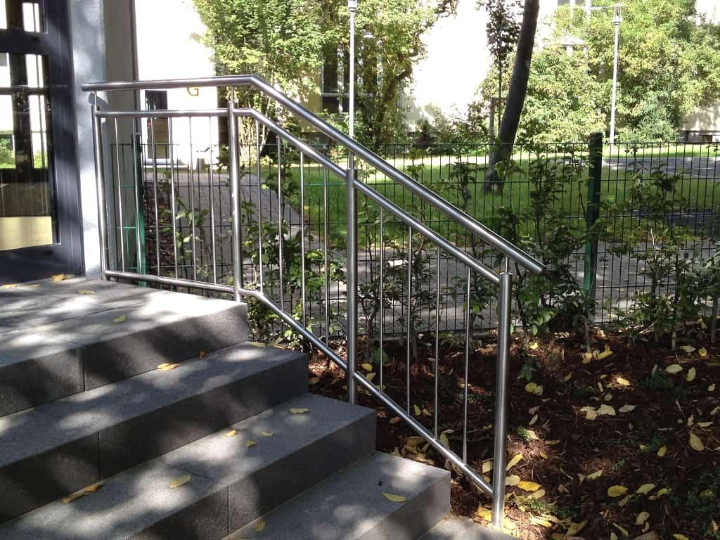 Metallbau Schmutzler_Treppen- und Podestgeländer außen (8)