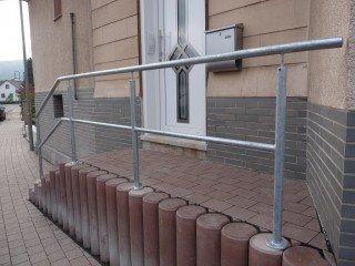 Geländer und Treppengeländer aus Stahl im Außenbereich