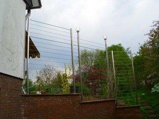 Geländer mit Seilen aus Edelstahl