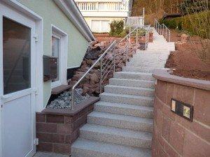 Treppen- und Podestgeländer aus Edelstahl
